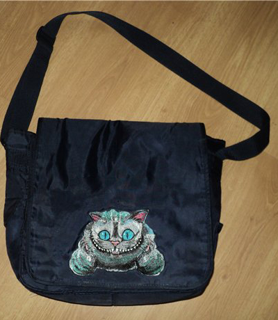 bag with Chesgire cat embroidery